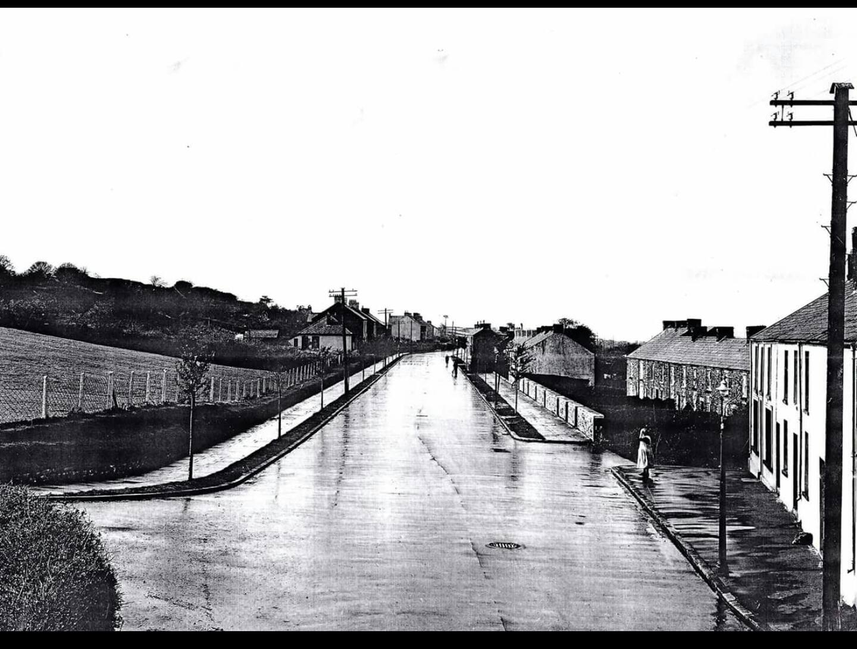 Start of Swansea Road prior to steel houses